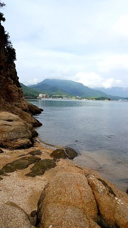 Tonosho-cho, اليابان: 退潮沙灘與海水
