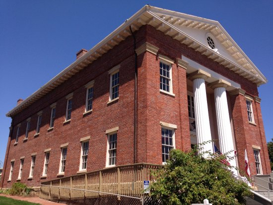 Old CA State Capitol in Benicia, diagonal view