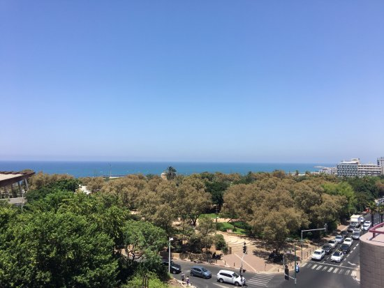 Shalom Hotel & Relax Tel Aviv - an Atlas Boutique Hotel: View from the roof top deck