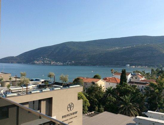 Igalo, Montenegro: Вид из номера с 6 этажа (sea side view)