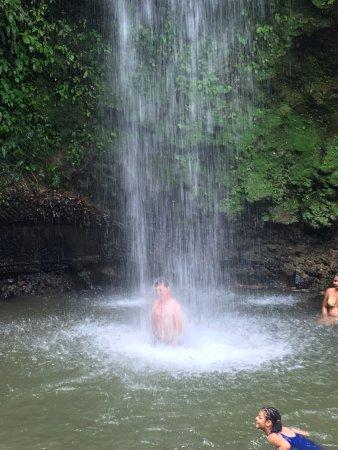 Gros Islet, Sta. Lucía: Refreshing waterfall shower