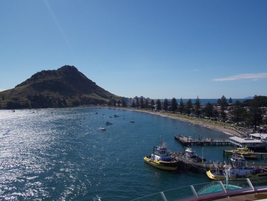 Mount Maunganui, New Zealand: beach with Mount in distance