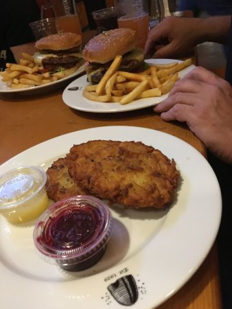 Franklin Square, Nova York: Potato Pancakes & Mad Bavarian burgers