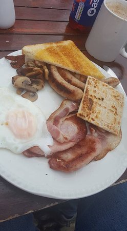 ‪‪Slaidburn‬, UK: All day breakfast, minus the tomato (too slow taking the picture)‬
