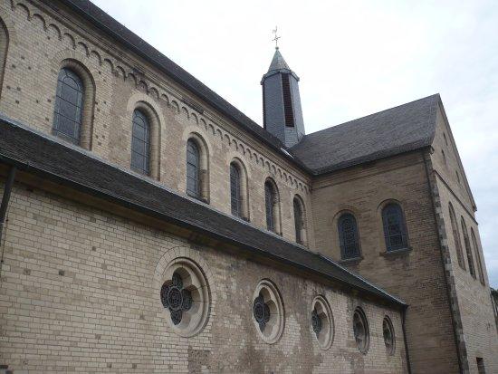 North Rhine-Westphalia, Alemanha: Seiten-Ansicht der Basilika.