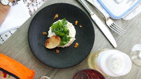 Meudon, Francia: Carpaccio, terrine de queue de veau et foie gras, tartare de daurade et menu enfant saumon fumé