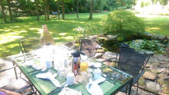 Simsbury, CT: Breakfast on the patio