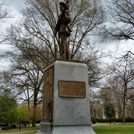 Chapel Hill, NC: Statue commémorative, avec sa plaque