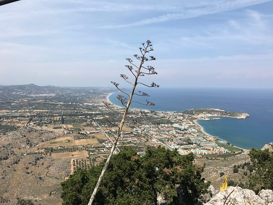 Kolimbia, Greece: Вид на Колимбию с вершины (монатырь Цамбики).