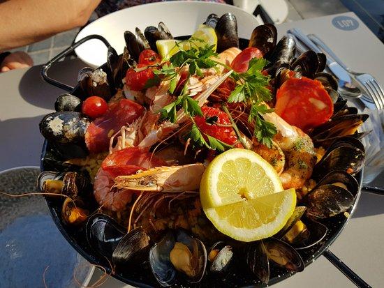 Ariane restaurant: De zomerkaart met lekkere paëlla. (2 personen)
