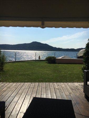 Meina, Italy: Vue depuis la résidence du lac majeur