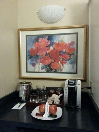 Dinahs Garden Hotel 2