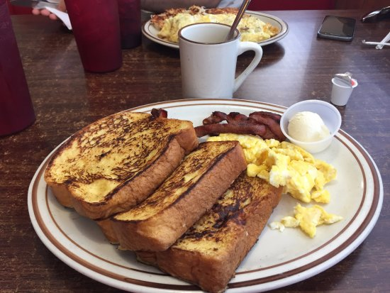All American Diner: Breakfast 3 French Toasts, œufs brouillés et bacon