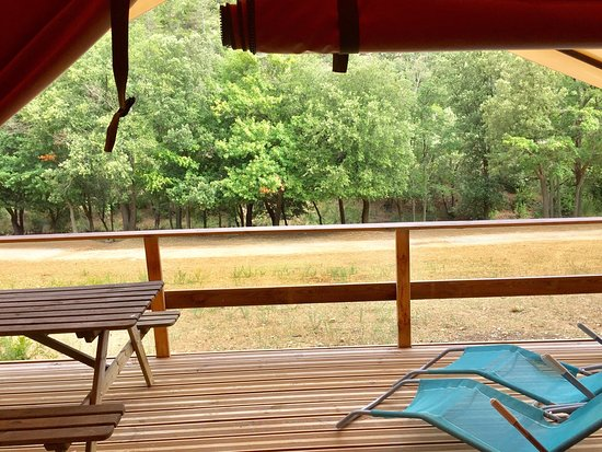 Ladern-sur-Lauquet, Prancis: Vues du lodge, piscine et petit déjeuner