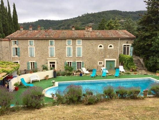 Ladern-sur-Lauquet, Fransa: Vues du lodge, piscine et petit déjeuner