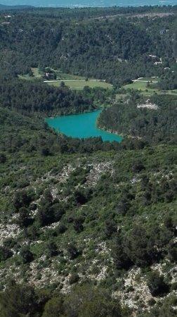 """Provence, Frankreich: vue sur le Lac """"ZOLA"""" depuis la montagne"""