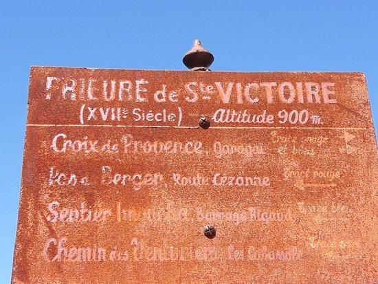Provence, Frankreich: en chemin, on croise un prieuré