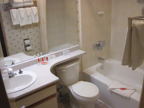 Esquimalt, Canadá: clean but small bathrooms