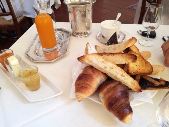 Hotel La Rescossa: Colazione abbondante per due persone , servizio a tavolo