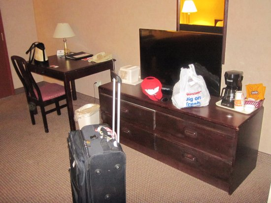 Esquimalt, Canadá: room equipped with desk, flat screen tv, coffee maker