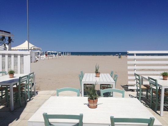 Beach club riccione restaurantbeoordelingen tripadvisor for Bagno 68 riccione