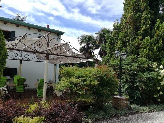 Hotel La Rescossa: Giardino esterno