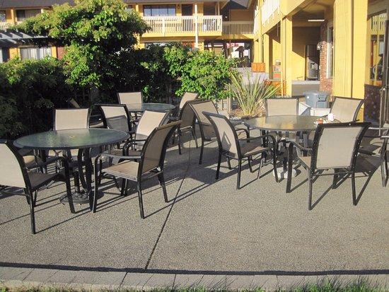 Esquimalt, Καναδάς: breakfast outside seating - nice view