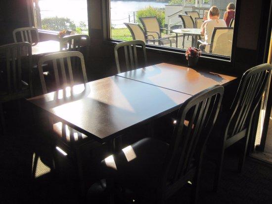 Esquimalt, Καναδάς: breakfast area seating with view