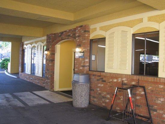 Esquimalt, Canadá: lobby entrance