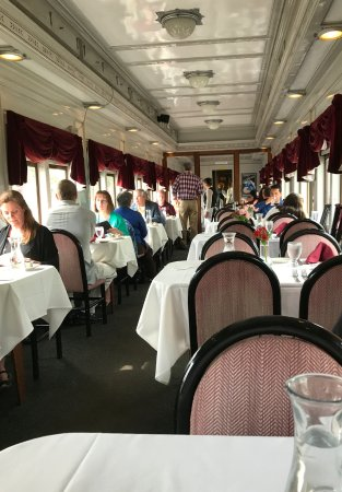 Essex, CT: Inside the restaurant car