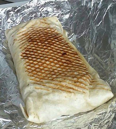 Poix-de-Picardie, Frankrike: Un Maxi Tacos, avec 3 viandes, des frites, sauce fromagère, sauce, du fromage et charcuterie !