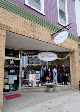 Auburn, IN: Boutique Front