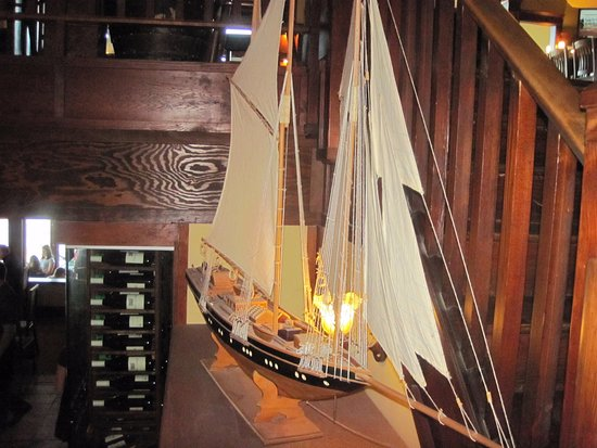 Spinnakers Brewpub and Guesthouses: decoration