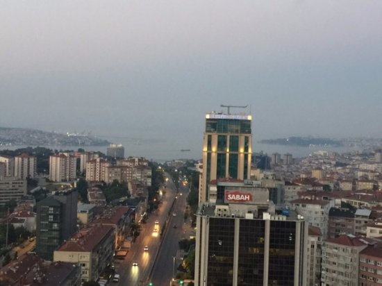 Mercure Istanbul City Bosphorus Hotel: Side view, is this Sea-view?