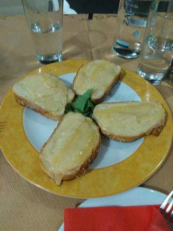 Litsa's Pizza and Spaggeteria : Pizza special και σκορδοψωμο παρμεζανα