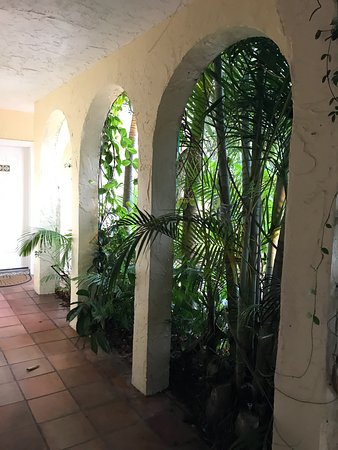 The Caribbean Court Boutique Hotel: hallway