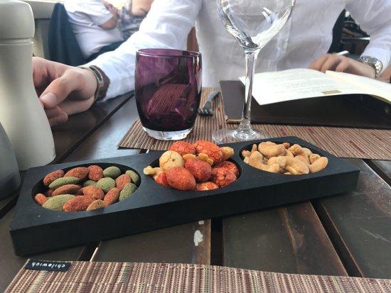 La Chapelle-en-Serval, França: Restaurant Stradivarius : l'apéritif offert