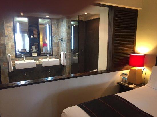 Chambre magnifique équipement parfait la salle de bain ...