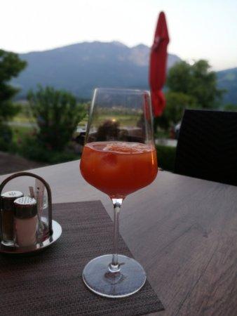 Hermagor, Austria: Aperol Orange auf der Terrasse