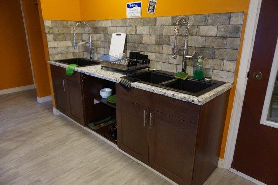 Lillooet, Canada: New shared kitchen sinks