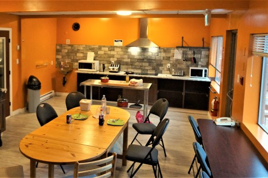 Lillooet, Canada: New shared kitchen cooking counter