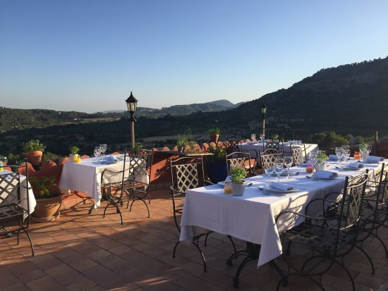 Finca Es Castell: Dinner on the rooftop. The best food we had in Mallorca.