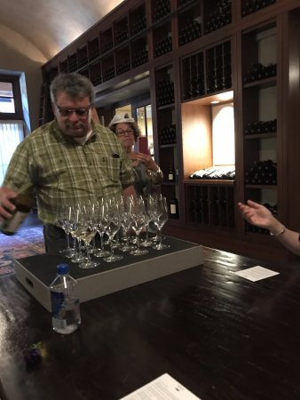 Wine Country Tour Shuttle : Franciscan Estate