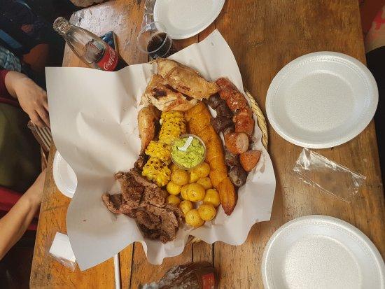 Sopó, Colombia: Picada Campestre, $68.000 para 3 personas y 1/2 , para cuatro, el cuarto queda con hambre. Pero