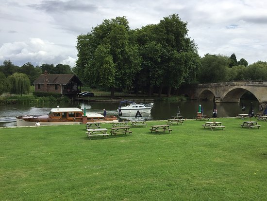 Shillingford Bridge Hotel Photo