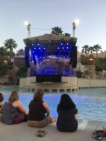 Mandalay Bay Beach: photo4.jpg