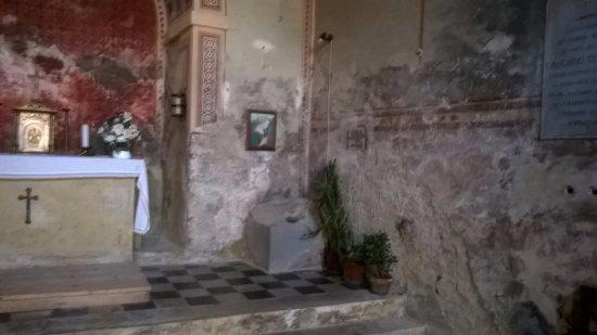 Chiusdino, Italia: Roccia con impronta del cavallo
