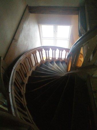 Ventspils, Latvia: la scala in legno per il piano superiore