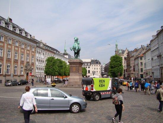 Hoejbro Plads : De costas para o Christiansborg slot