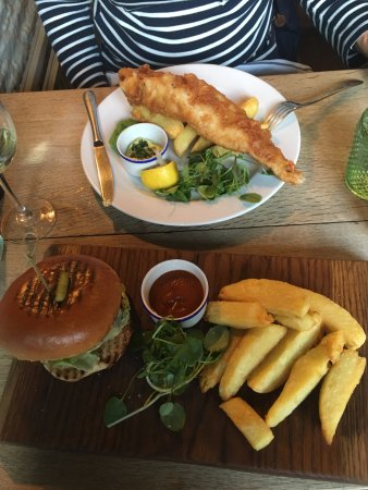 Crudwell, UK: fish and chips and beef burger
